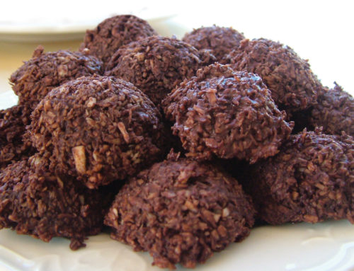 Holiday season, expectations  and raw chocolate macaroons!